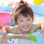 赤ちゃんのビニールプールはいつから入れる注意点と水遊びおむつ