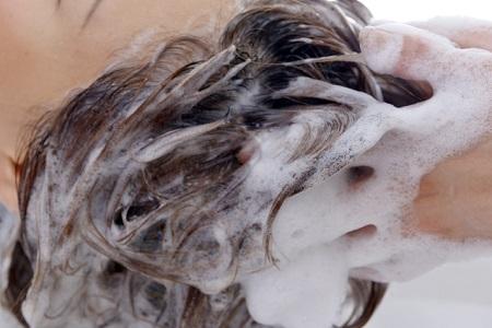 女性の抜け毛対策とシャンプーの選び方