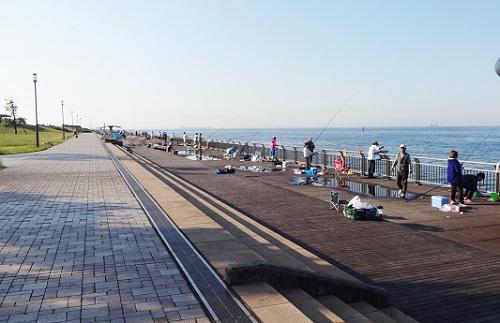 東扇島西公園の釣り施設混雑状態