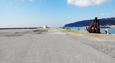 保田港の釣り場の様子