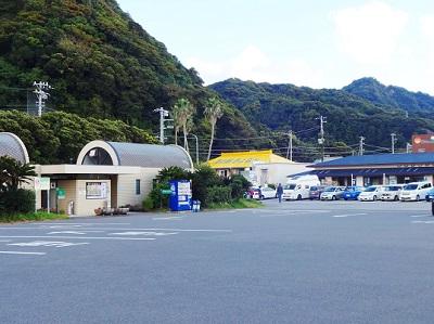 保田港近くのトイレと駐車場