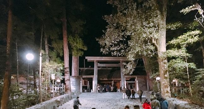 伊勢神宮の初詣 深夜から早朝の混雑具合
